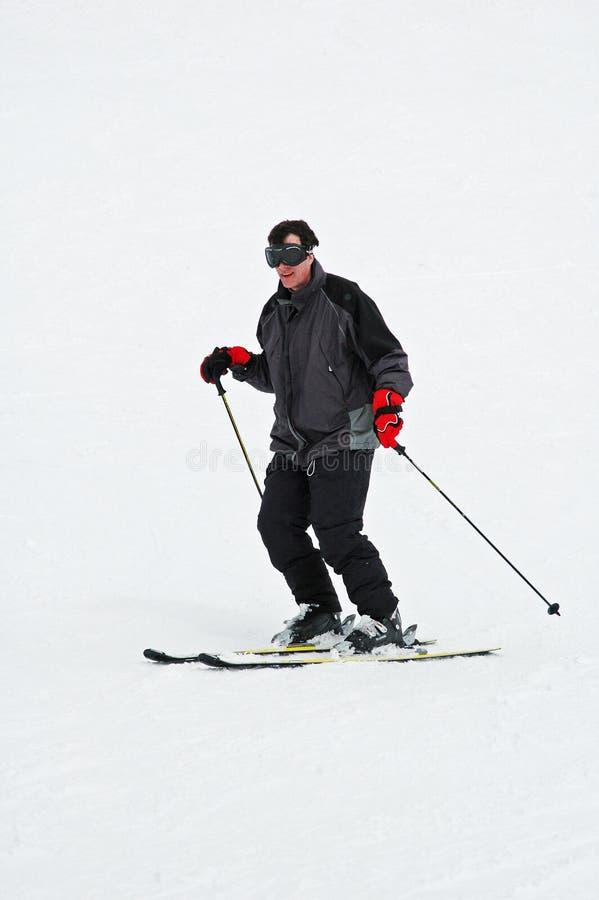 mężczyzna zjazdowy narciarstwo zdjęcie stock