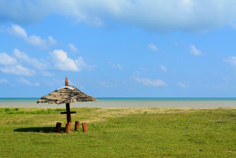 Mężczyzna zrobił chałupie tworzącej na plaży na Andaman wyspach, India obrazy stock