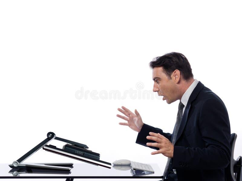 Mężczyzna związek z komputerowym breakddown niespodzianki pojęciem zdjęcia royalty free