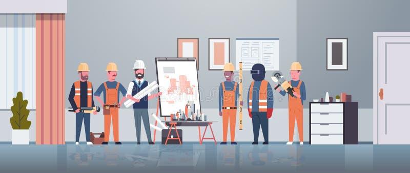 Mężczyzny architekta inżynier pokazuje rysunkowego budynku projekt na sztalugi desce pracownika budowlanego panning grupowy proje ilustracja wektor