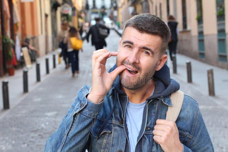 Mężczyzny doświadczalnictwa niewygoda w jego usta obrazy royalty free
