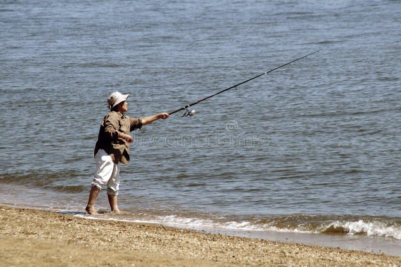 Mężczyzny połów w Chesepeake zatoce przy Piaskowatym punktem w Maryland obrazy royalty free