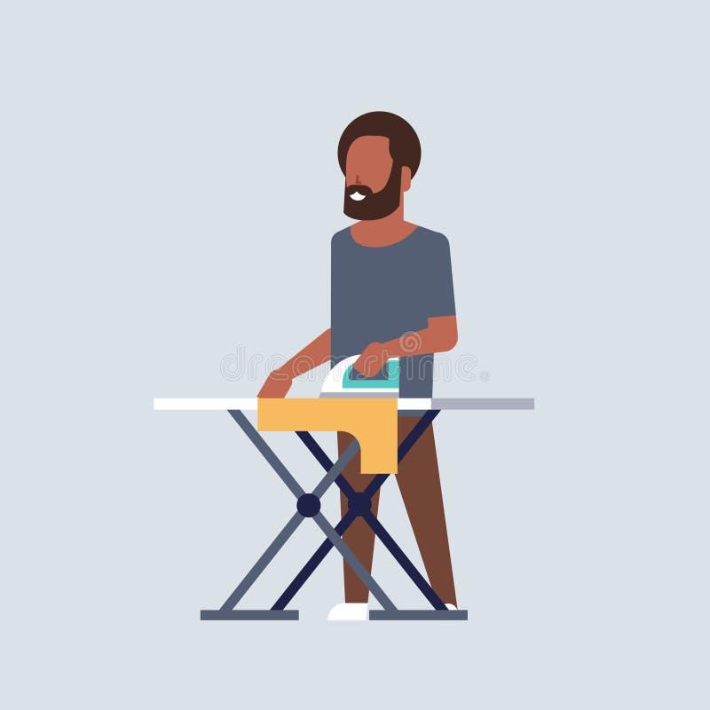 Mężczyzny prasowania amerykanin afrykańskiego pochodzenia faceta odzieżowego mienia sprzątania housekeeping pojęcia żelazn ilustracja wektor