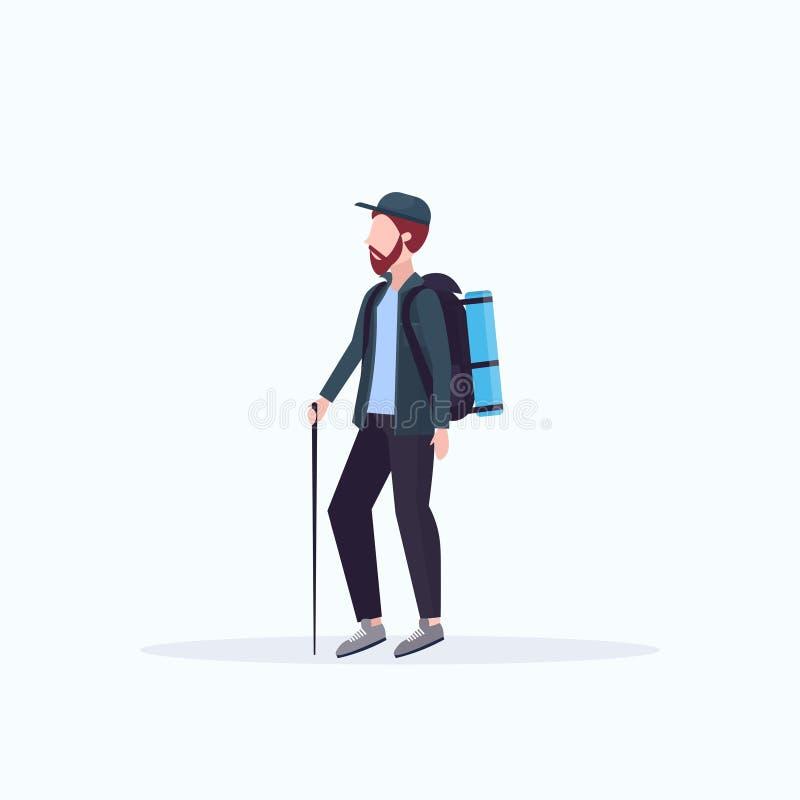 Mężczyzny turystyczny wycieczkowicz z plecaka mienia kijem trekking wycieczkujący pojęcie podróżnika na podwyżki białym tle folow ilustracja wektor