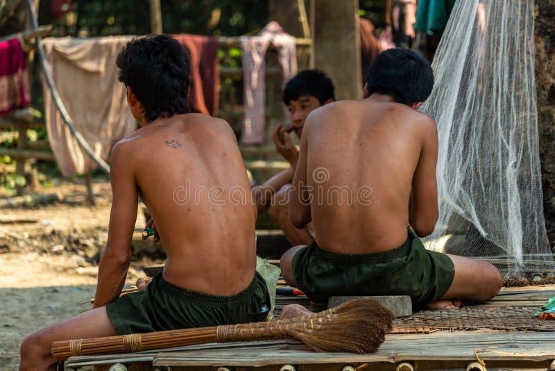 Męscy mniejszość etniczna wieśniacy zdjęcie stock