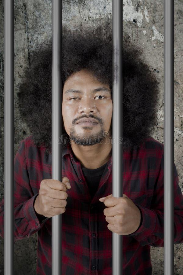 Męska opój pozycja w więzieniu fotografia royalty free