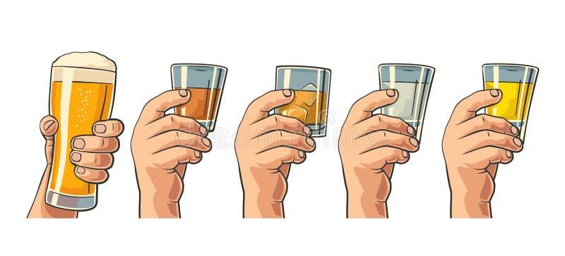 Męska ręka trzyma szkła z piwem, tequila, ajerówką, rumem, whisky i kostkami lodu, ilustracji