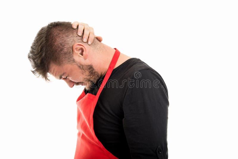 Męska supermarket pracodawcy mienia głowa jak ból pleców obrazy stock