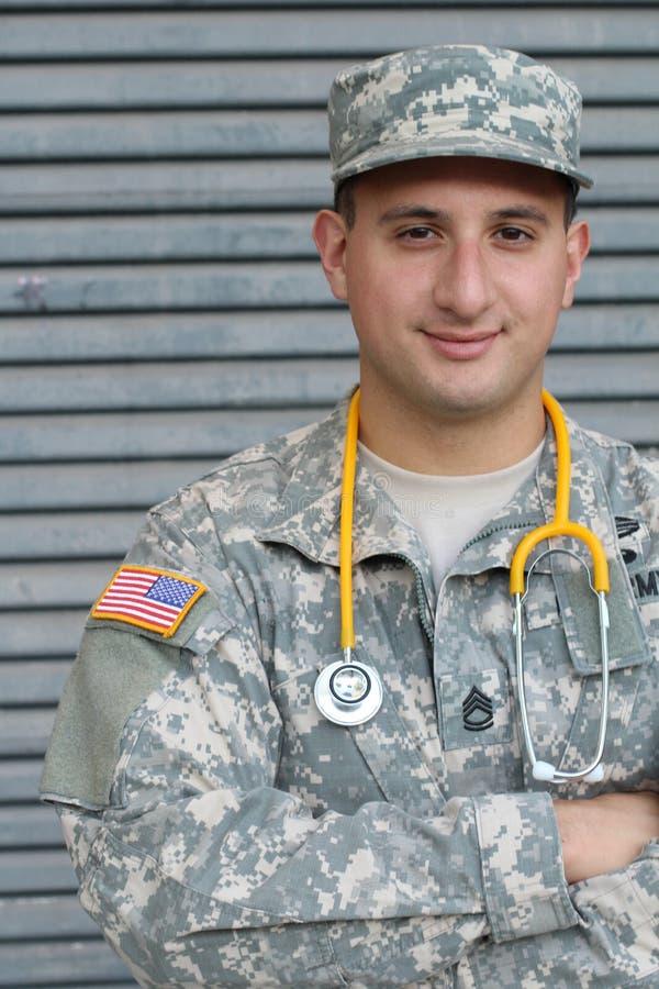 Męski Amerykański żołnierz w wojsko kamuflażu mundurze - Akcyjny wizerunek obraz stock