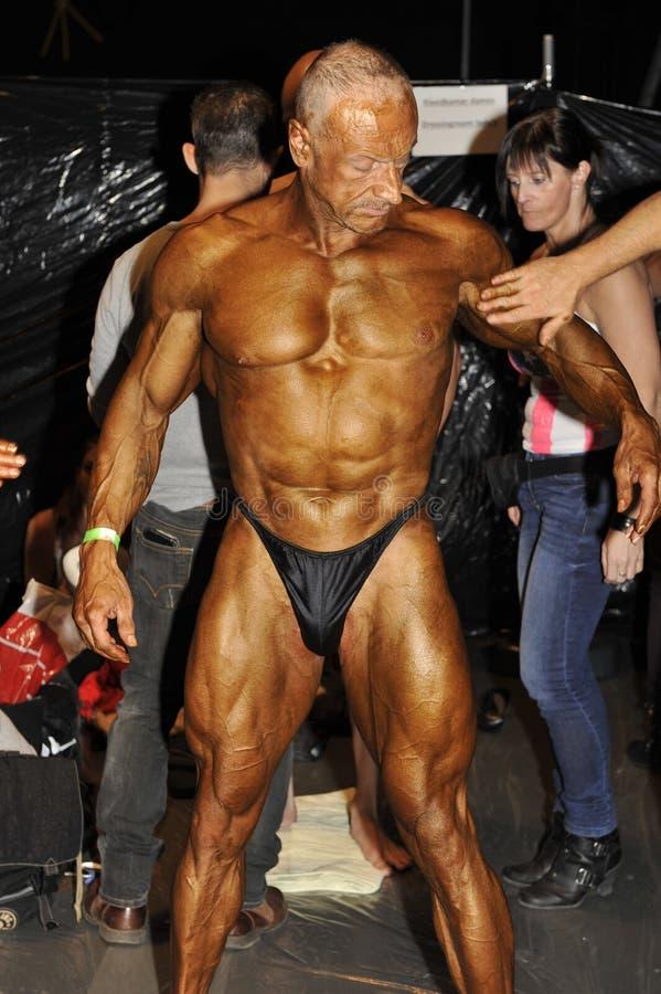 Męski bodybuilding konkursant garbnikuje obrazy royalty free