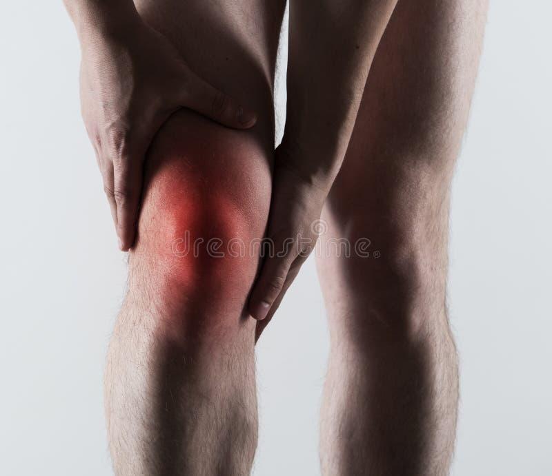 Męski kolano ból zdjęcie royalty free