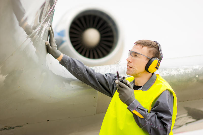 Męski lotniskowy pracownik fotografia stock