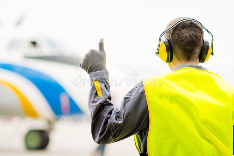 Męski lotniskowy pracownik zdjęcie royalty free