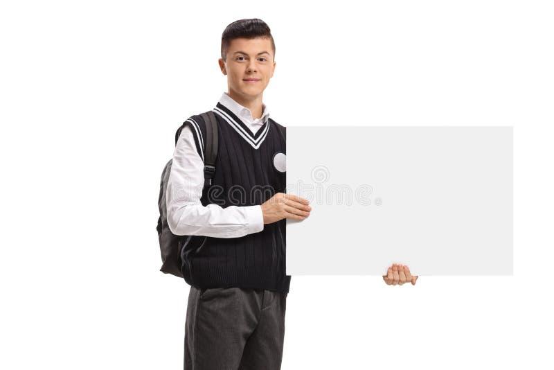 Męski nastoletni uczeń trzyma pustego signboard zdjęcia royalty free