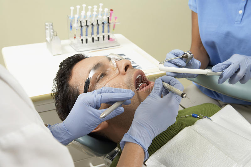 Męski pacjent Przy dentysta kliniką obrazy royalty free