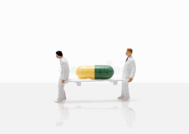 Męski pielęgniarki miniatury postaci pojęcia zdrowie emergen fotografia stock