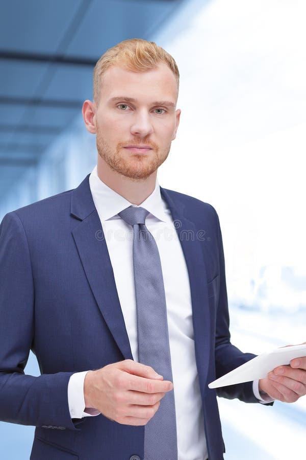 Męski pośrednik handlu nieruchomościami banka doradcy księgowy obrazy royalty free