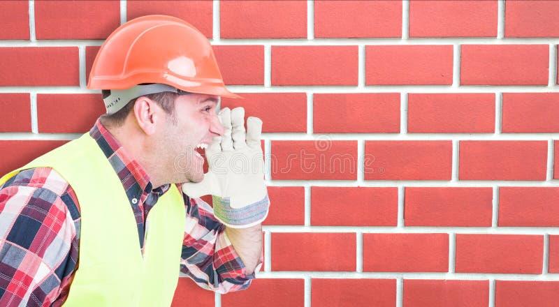 Męski pracownik budowlany krzyczy out głośnego obraz stock