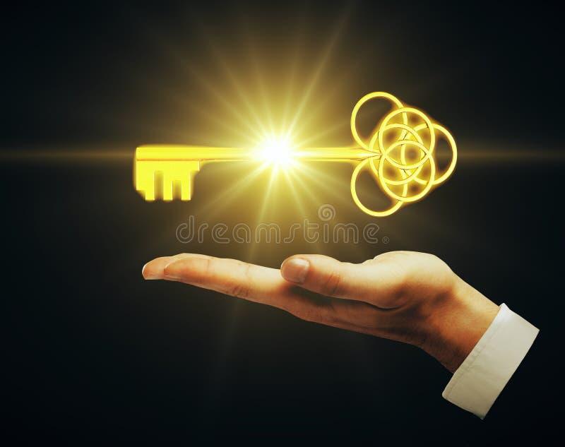 Męski ręki mienia klucz obraz royalty free