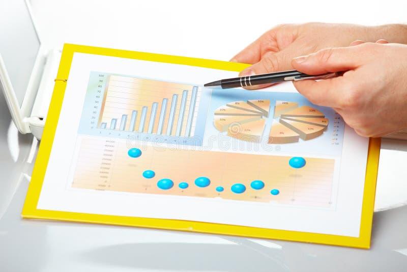 męskie wykres biznesowe ręki fotografia stock