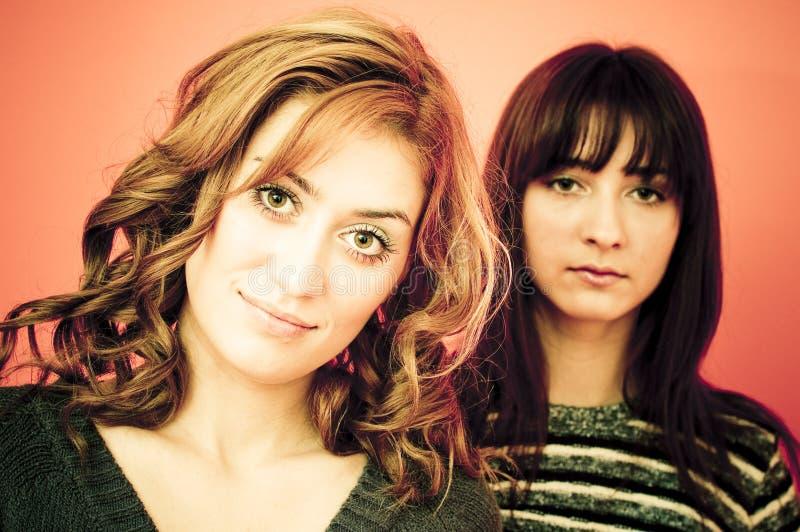 młodą dwie kobiety. fotografia royalty free