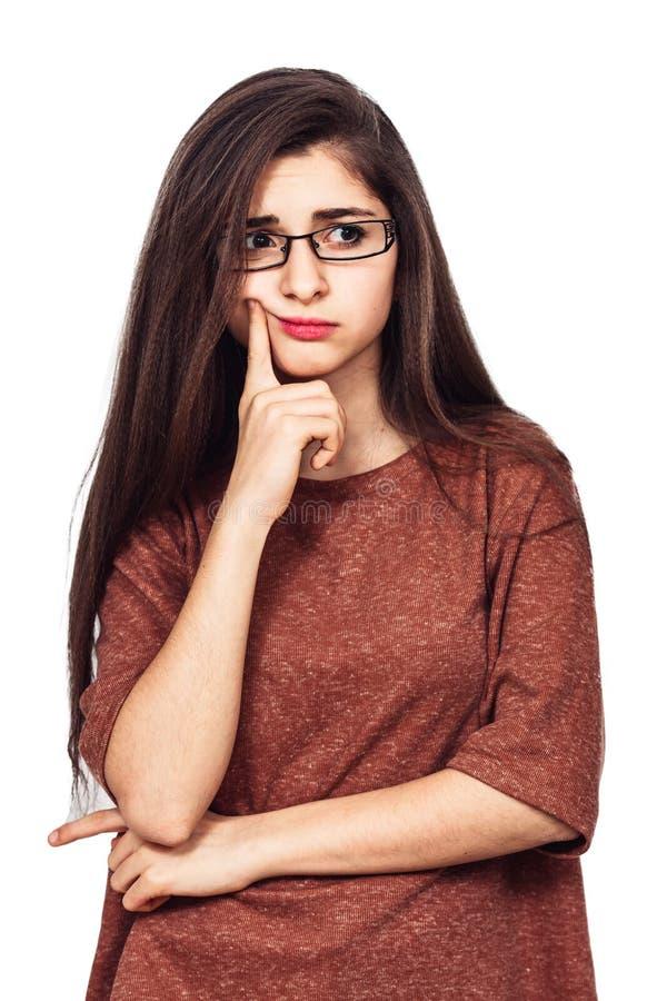 Młoda ładna dziewczyna z szkłami myśleć o coś obrazy royalty free
