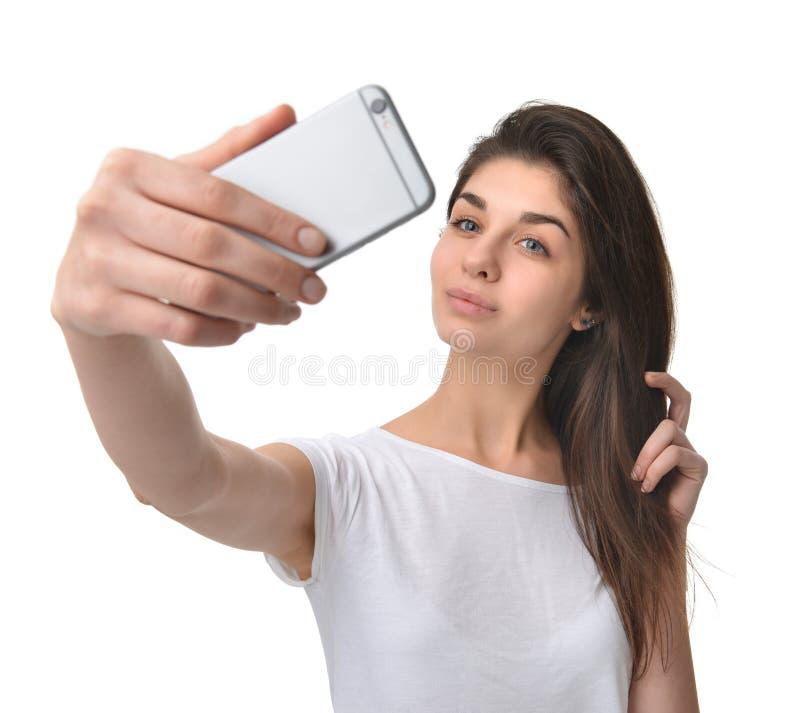 Młoda ładna kobieta robi jaźń portreta selfie z jej telefonem komórkowym zdjęcie stock