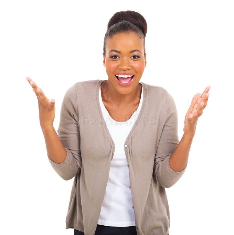 Młoda amerykanin afrykańskiego pochodzenia kobieta zdjęcia royalty free