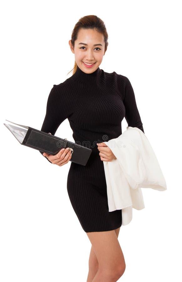 Młoda Atrakcyjna Biznesowa kobieta Z dokumentami I kostium Przez Jej rękę zdjęcia royalty free