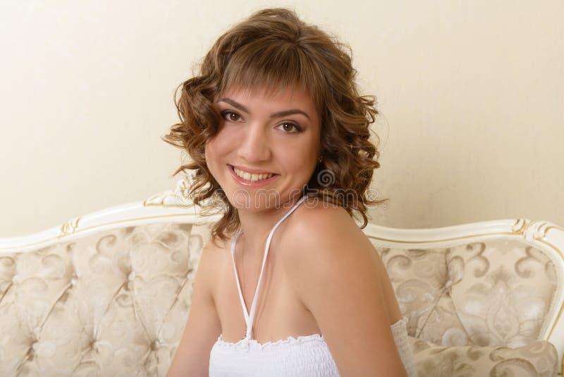 Młoda atrakcyjna dziewczyna zdjęcia stock