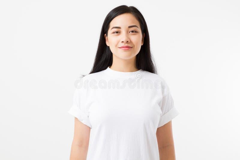 Młoda azjatykcia dziewczyna odizolowywająca na białym tle kosmos kopii Egzamin próbny Up Lato kobiety odzieżowego pustego szablon obrazy stock