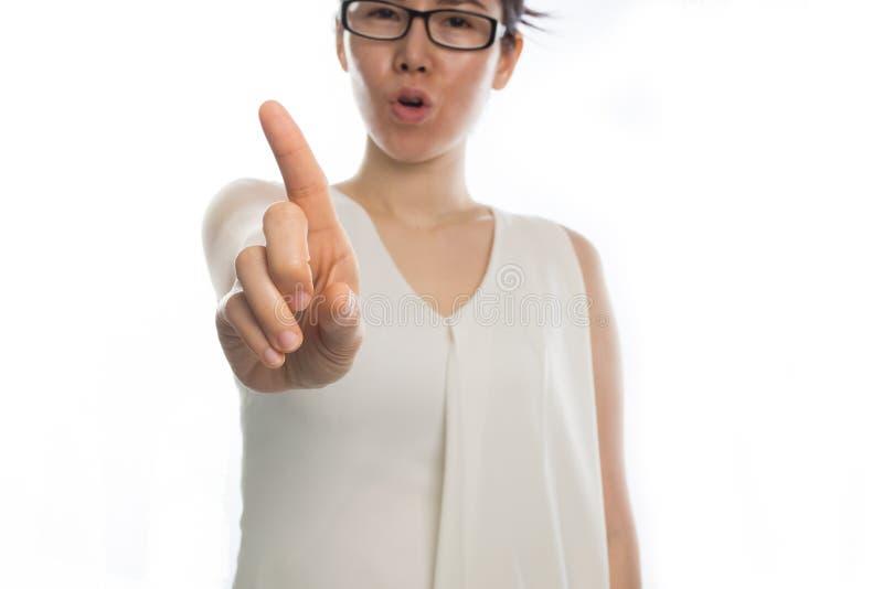 Młoda azjatykcia kobieta wskazuje palec i mówić nie obraz royalty free