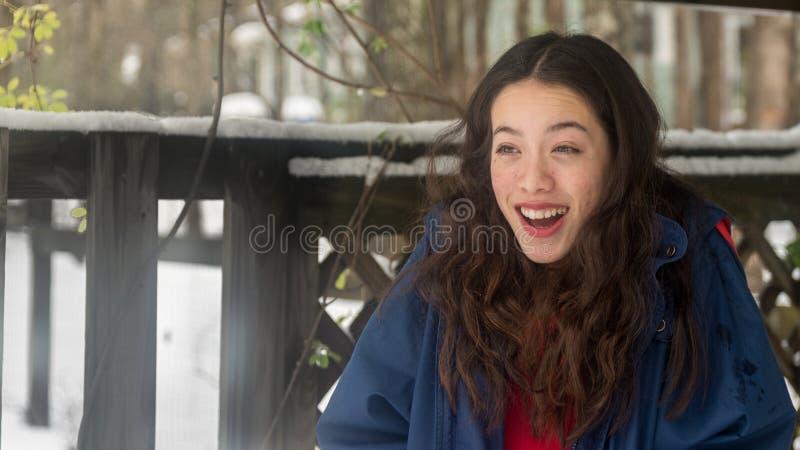 Młoda azjatykcia nastoletnia pozycja w śniegu zdjęcie royalty free