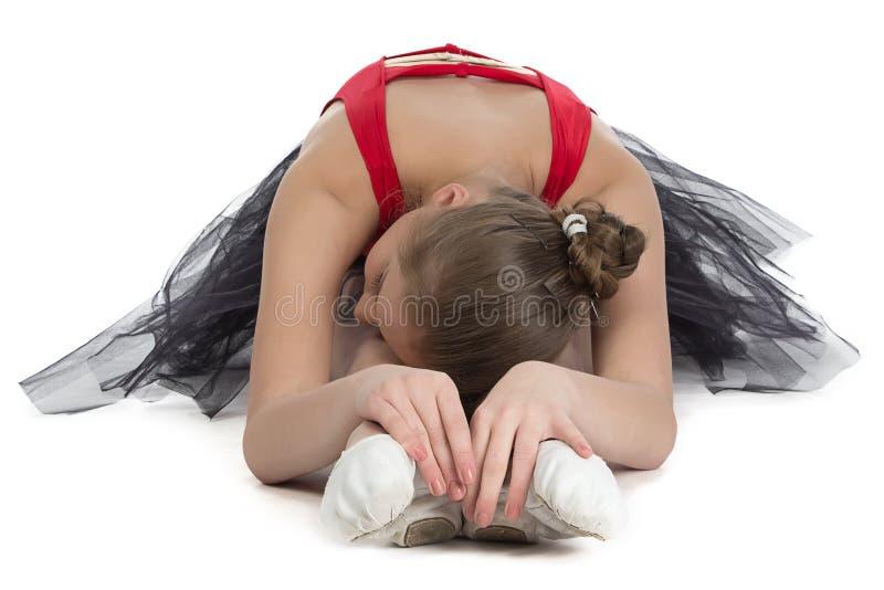 Młoda balerina robi rozciąganiu fotografia stock