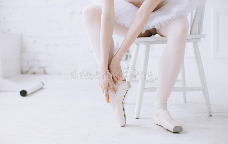 Młoda balerina w balet klasie zdjęcia royalty free