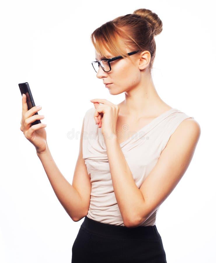 Młoda biznesowa kobieta dzwoni telefonem zdjęcie stock
