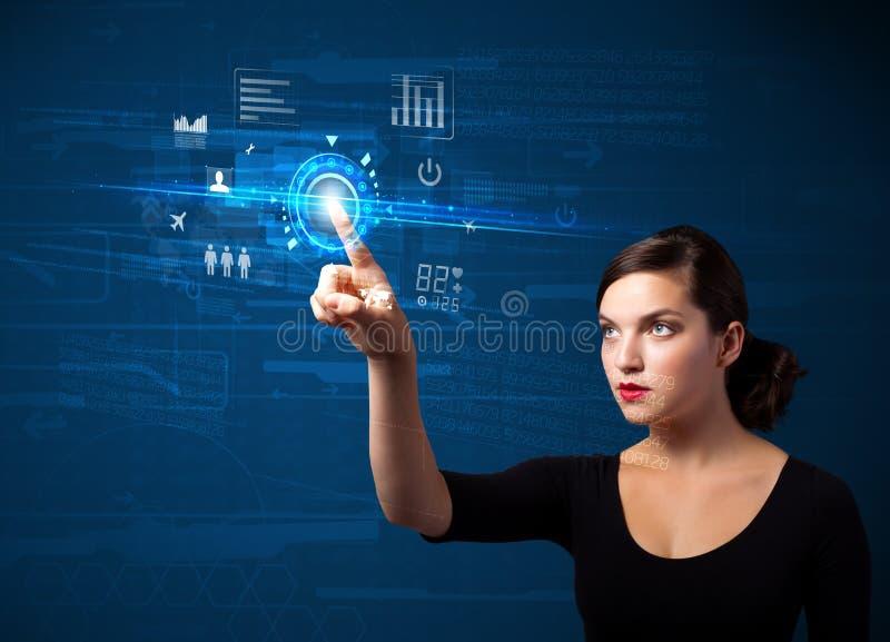 Młoda biznesowej kobiety sieci wzruszająca przyszłościowa technologia zapina i obrazy royalty free
