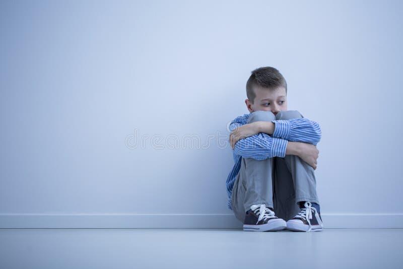 Młoda chłopiec z hypersensitivity zdjęcie royalty free