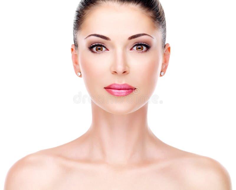 Młoda dorosła kobieta z piękną twarzą fotografia stock