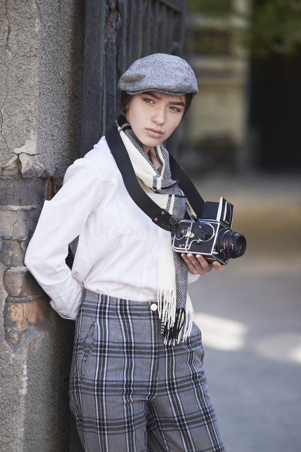 Młoda dziewczyna fotograf obraz stock
