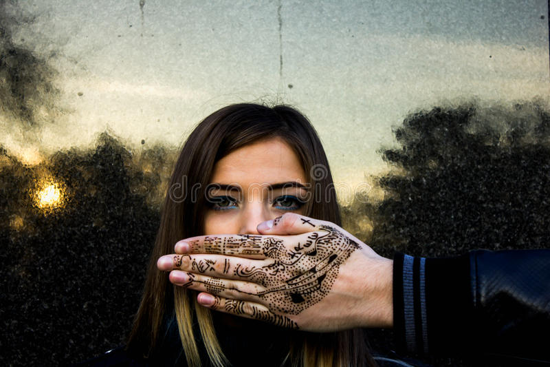 Młoda Dziewczyna I ręka zdjęcie stock