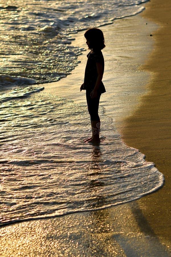 Młoda dziewczyna nadmorski zdjęcie royalty free