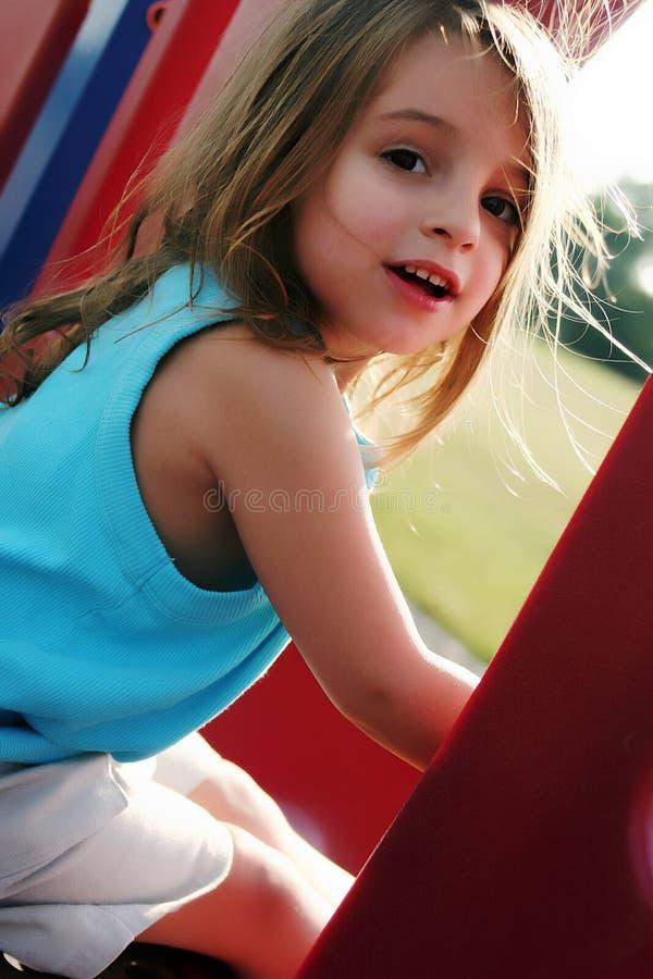 Młoda dziewczyna przy parkiem obrazy stock