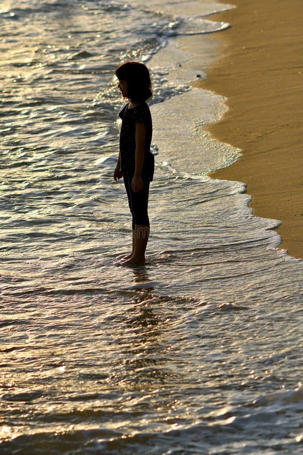 Młoda dziewczyna seashore fotografia royalty free