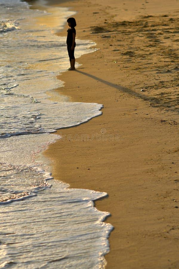 Młoda dziewczyna seashore zdjęcie stock