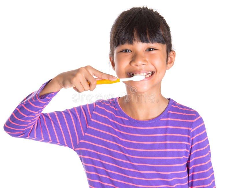 Młoda Dziewczyna Szczotkuje zęby Ja zdjęcia stock