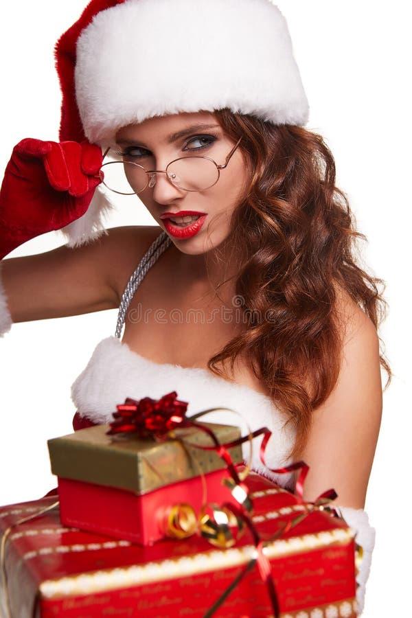 Młoda dziewczyna w boże narodzenie stroju Kobieta z faborku pudełka prezentem sant fotografia royalty free