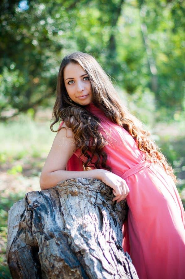 Młoda dziewczyna w parku obrazy royalty free