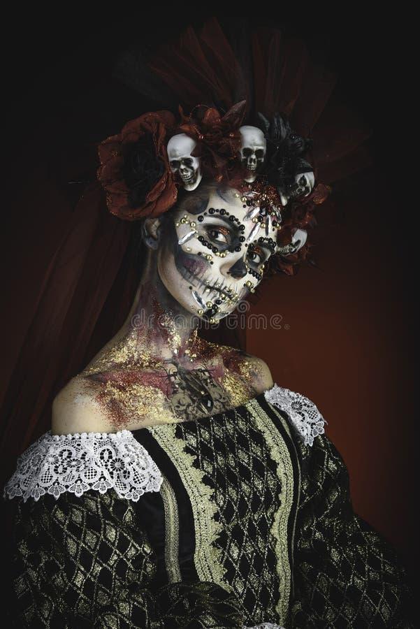 Młoda dziewczyna w wizerunku Santa Muerte zdjęcia stock