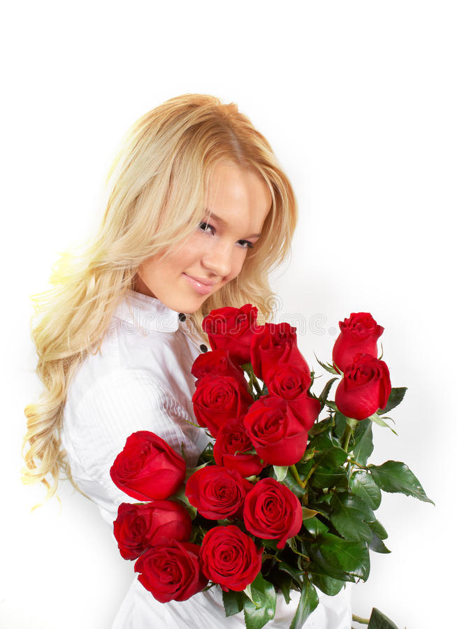 Młoda dziewczyna z bukietem róże zdjęcia stock